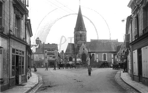 NE022423  Bléré : portrait dune ville de Touraine au riche patrimoine photographique