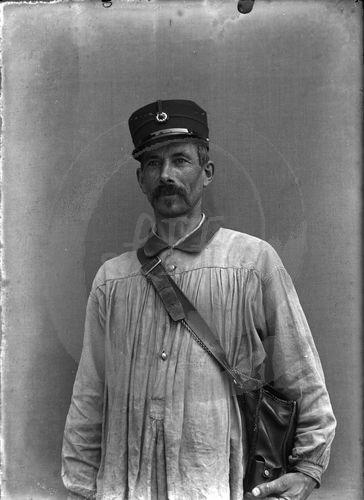 NE025038 Huismes : Portrait dun village français au début du siècle